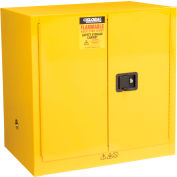 "Global Industrial™ Compact Flammable Cabinet, 24 Gallon Manual Close DBL Door, 43""Wx12""Dx44""H"