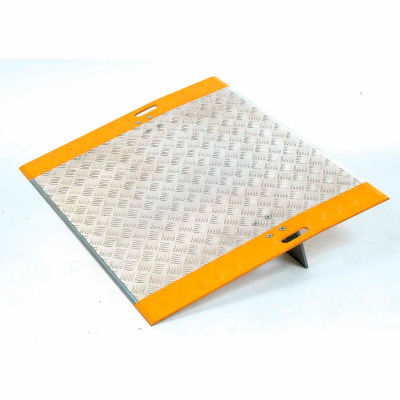 """Global Industrial™ High-Traction Aluminum Dock Plate 48""""W x 36""""L 2700 Lb. Capacity"""