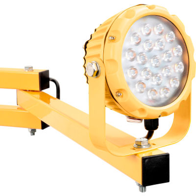 """Global Industrial™ LED Dock Light 20W, 1800 Lumens, 5000K, 9' Cord, ON/OFF Switch with 40"""" Arm"""