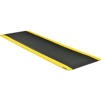 "Global Industrial™ Diamond Plate Ergonomic Mat 15/16"" Thick 2' x 6' Black/Yellow Border"