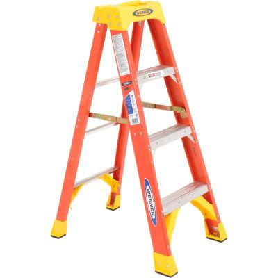 Werner 4' Fiberglass Step Ladder w/ Plastic Tool Tray 300 lb. Cap - 6204