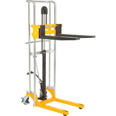 "Global Industrial™ Manual Lift Stacker, 59"" Lift, 880 Lb. Capacity"