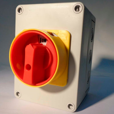 Springer Controls / MERZ ML1-025-AR3E, 25A, 3-Pole, Enclosed Disconnect Switch, Red/Yellow